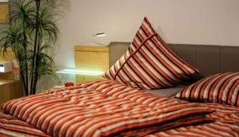 bedroom-3102376_1920